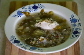Ciorba de salata cu oua intregi